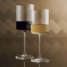 Cylindrical bowls with flat bases have a dramatic, contemporary look that lends an elegant edge to the enjoyment of wine. HandmadeHand washing recommendedMade in Slovakia.