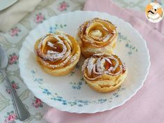 These cute little roses will be the perfect snack, easy and quick! - Recipe Dessert : Apple roses in puff pastry by PetitChef_Official Puff Pastry Sheets, Apple Roses, Puff Pastry Recipes, Bakery, Cheesecake, Food And Drink, Dessert Recipes, Snacks, Cooking