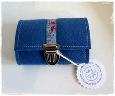 Filz-Portemonnaie Blau aus Wollfilz, nutzbar als Geldbörse oder Gürteltasche, Schmuckband, Steckschloss,