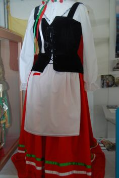 Traditional Italian Dress for Women | Here is a typical Italian-American example