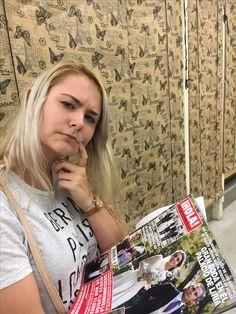 """Rose tiene curiosidad por la revista """"Hola"""""""