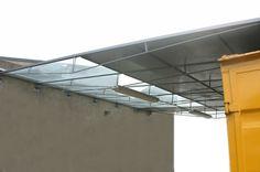 Abgehängte filigrane Überdachung aus Stahl und Glas