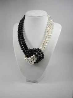 Black and White Pearl Necklace Statement Necklace - White Pearl Black Pearl Necklace - Bridal Pearls Bridesmaid Gift Pearl statement - Best Jewelry Design 💎 Ruby Jewelry, Wedding Jewelry, Jewelry Sets, Beaded Jewelry, Fine Jewelry, Beaded Necklace, Jewelry Making, Art Deco Jewelry, Crystal Jewelry