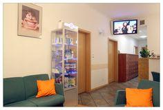 Dentysta Toruń na ul. Kościuszki 51 B w Klinice DENmed, #stomatolog #dentistry #Toruń #zęby #dentysta Ul, Entryway, Furniture, Home Decor, Entrance, Decoration Home, Room Decor, Door Entry, Mudroom