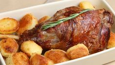 Ever wanted to know exactly how to roast a leg of lamb? Here's how to make a roast like you've been doing it for years and years. Adjust your cooking time according to the size of your leg of lamb. Roast Lamb Leg, Lamb Chops, Lamb Recipes, Greek Recipes, Lamb Dinner, 185, Sunday Roast, Mediterranean Recipes, Perfect Food