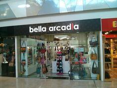 """""""Dentro de la sala de espera hay internet y Muy bueno, inside the waiting room you. International Airport, Bella, Four Square"""