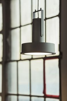 modern industrial pendant lighting with the ARNE spotlight design by Santa Cole team using LEDs seen at Euroluce Outdoor Pendant Lighting, Suspended Lighting, Led Pendant Lights, Modern Lighting, Pendant Lamps, Lighting Design, Chandelier, Pendants, Metal Ceiling