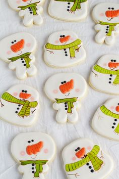 Simple Snowman Cookies - Decorated Sugar Cookies via www.thebearfootbaker.com