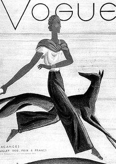En los años treinta llegaron momentos de mucho glamour y así se reflejó en la moda de pasarela. Las mujeres lucían trajes entallados, muy elegantes marcando su figura. Actrices como Marlene Dietrech o Greta Garbo (en el primer pin) marcaron estilo. Faldas hasta la altura de la rodilla y trajes de chaqueta. El color negro con el blanco fueron un básico de la época quizás influenciado por la depresión de los 30 en EEUU que eliminó los excesos de la moda.