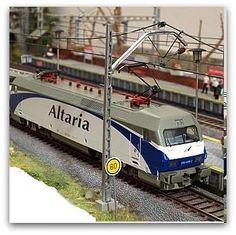 Locomotora eléctrica 252 RENFE. Escala H0.