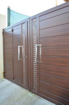 Modern Front Gate Design, Iron Main Gate Design, Home Gate Design, Gate Wall Design, Gate Designs Modern, House Main Gates Design, Front Door Design Wood, Steel Gate Design, Garage Door Design