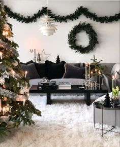 Christmas Decorations, Couch, Living Room, Olsen, Garlands, Furniture, Home Decor, Wreaths, Settee