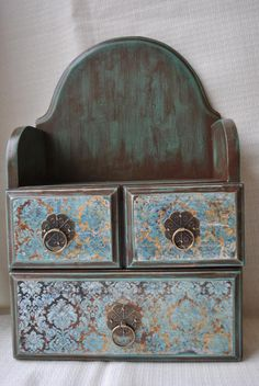 Decoupage – The site of fans of decoupage – DCPG. Decoupage Furniture, Decoupage Box, Decoupage Vintage, Furniture Projects, Painted Furniture, Altered Boxes, Jewellery Boxes, Painted Boxes, Small Furniture