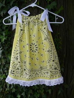 Bandana Pillowcase Dress/ Swing Top Western by BandannaMommas Baby Sewing Projects, Sewing For Kids, Sewing Hacks, Sewing Crafts, Sewing Clothes, Diy Clothes, Bandana Crafts, Bandana Dress, Operation Christmas Child