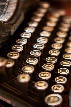 Brown | Buraun | Braun | Marrone | Brun | Marrón | Bruin | ブラウン | Colour | Texture | Pattern | Style |  old typewriter keyboard