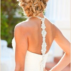 Love th hair and dress