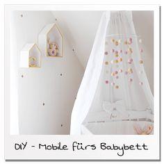 Ein Mobile fürs Babybett selber zu machen ist nicht schwer und kostet kaum etwas! Die Anleitung für dieses einfache DIY findet ihr auf meinem Blog!