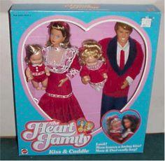 Lundi dernier, j'ai partagé quelques images de jouets de mon enfance que j'accumulais sur mon ordinateur. Je n'avais aucune image de Barbie, pourtant, mes amies et ma famille savent bien que j'aimais beaucoup les Barbie. En fait, ma soeur et moi avions un coffre rempli de Barbie! Si vous êtes dans mes âges et que …