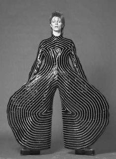 David Bowie - Aladdin costume by Kansai Yamamoto | d-untrait.tumblr.com