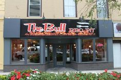The Bull BBQ Pit in St Catherines - Best Burger in Ontario. Redonkadonk and Between the sheets are stuff of legend Bull Bbq, St Catharines, Great Restaurants, Best Cities, Places To Eat, Ontario, Trip Advisor, City, Canada