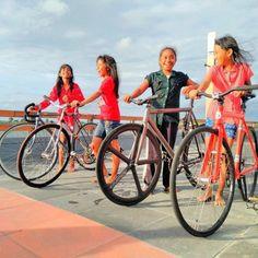 Repost: @phandjoel:Happiness is actually found in simple things  .  .  .  .  #fixie #fixiegirl #fixedgirls #fixieporn #myfixie #fixedgear #fixedgearbike #bikeporn #instabike #smile #happy #instahappy #happiness