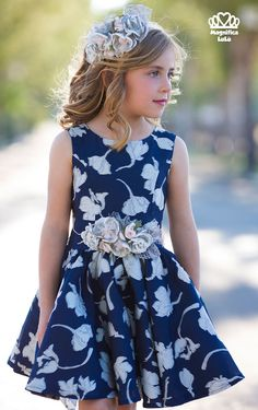 Buenos días, hace un tiempo os enseñé los vestidos de arras para niñas de la marca Magnífica Lulu y os encantaron. Recibí muchas preguntas... Girls Party Dress, Baby Dress, Girls Dresses, Flower Girl Dresses, Cute Little Girl Dresses, Little Girl Outfits, Kids Outfits, Frocks For Girls, Frock Design