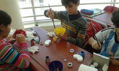 طلاب الصف الثالث الإبتدائى بمدرسة المنارة اسطنبول يقومون بعمل مشروع إعادة تدوير فوارغ الكولا
