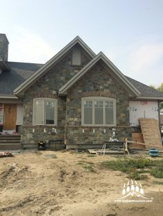 Loon Lake Natural Stone Accented with Cherokee Brick Engineered Oxford bricks