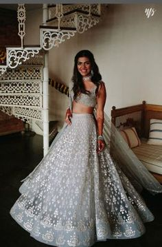 Want to flaunt your traditional looks? Check out these trending but traditional Gota Patti Lehenga Designs for Weddings. Dress Indian Style, Indian Fashion Dresses, Indian Designer Outfits, Fashion Outfits, Indian Bridal Lehenga, Indian Bridal Outfits, Bridal Dresses, Pakistani Bridal, Pakistani Dresses