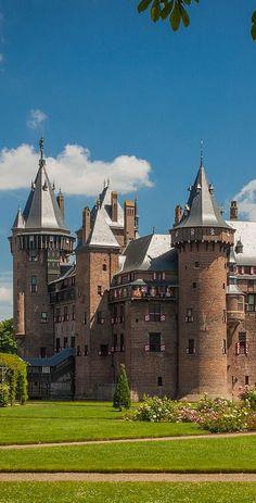Beautiful Castles, Beautiful Buildings, Beautiful Places, Places Around The World, Around The Worlds, Fairytale House, Romantic Escapes, Fantasy Castle, Castle House