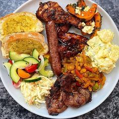 """SouthAfrican Foods on Instagram: """"I'm willing to share this with Everyone😁 Like they say ,there is love in sharing 🙈 What's on my plate; ~ Zola's Feast Chicken Bbq chicken…"""" Bbq Chicken, Tandoori Chicken, South African Recipes, Ethnic Recipes, Lunch Recipes, Cooking Recipes, I Foods, Love Food, Food Ideas"""