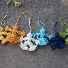 Prayers, Crafts, and Life: Handmade Christmas Gift Ideas - Yarn Dolls (I Love Yarn Day) Yarn Crafts For Kids, Hat Crafts, Arts And Crafts, Baby Leaf, Kids Christmas, Christmas Crafts, Christmas Yarn, Pioneer Crafts, Yarn Dolls