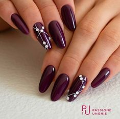 Semi-permanent varnish, false nails, patches: which manicure to choose? - My Nails Colorful Nail Designs, Acrylic Nail Designs, Nail Art Designs, Nails Design, Acrylic Nails, Coffin Nails, Burgundy Nails, Purple Nails, Burgandy Color