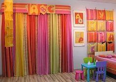 Детская: акцент на яркие шторы.
