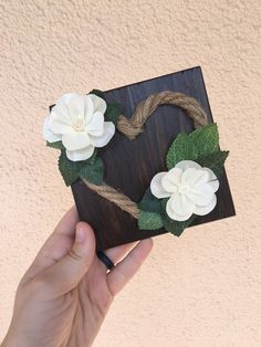42 trendy wood projects for girls heart Rope Crafts, Flower Crafts, Fun Crafts, J Craft, Craft Fairs, Sola Wood Flowers, Fabric Flowers, Wood Projects That Sell, Diy Projects