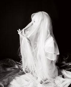 (c) Tony Stone / #white #hair #beauty