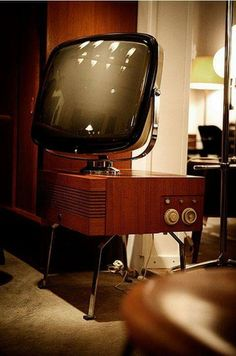 """Oh those charming good old days. Those days when TV sets were like space ships in your apartment, because these """"gadgets"""" were nearly the most prominent Vintage Room, Vintage Tv, Look Vintage, Tvs, Poste Radio, Radio Antigua, Vintage Television, Audio Room, Retro Radios"""