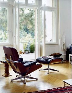 Vitra Lounge Chair & Ottoman von Charles & Ray Eames, 1956