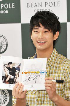 [May 27th 2012] Kim Soo Hyun (김수현) on BEAN POLE OUTDOOR Fan Signing Event at Hyundai Department Store #22 #KimSooHyun #SooHyun #BEANPOLE