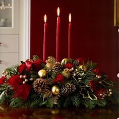 Fantastic Xmas decorations detail are offered on our internet site. look at this and you wont be sorry you did. Christmas Tabletop, Christmas Candle, Christmas Table Decorations, Decoration Table, Rustic Christmas, Christmas Home, Christmas Crafts, Holiday Decor, Christmas Flower Arrangements