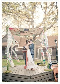 Bohemian Wedding Canopy (Quilt Chuppah) from Bridal Snob - mazelmoments.com Keywords: #weddings #jevelweddingplanning Follow Us: www.jevelweddingplanning.com  www.facebook.com/jevelweddingplanning/