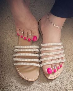 Pretty Toe Nails, Cute Toe Nails, Pretty Toes, Nice Nails, Feet Soles, Women's Feet, Gold Toe Rings, Nice Toes, Sexy Sandals