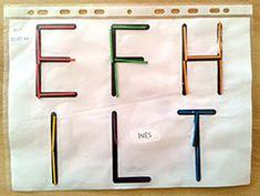 Lettres droites - reproduction avec des buchettes Petite Section, Kindergarten Literacy, Montessori, Gnomes, Education, Math, Reproduction, Ms Gs, Alphabet
