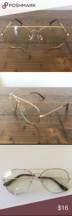 0e64b64005 Clear Lens Aviator Style Glasses w Gold Frame Clear Aviator Style Glasses w  Black Frame