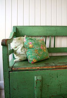 green bench, adding a punch of colour. Thinking Annie Sloan Antibes Green and dark wax and distressed. Back porch!