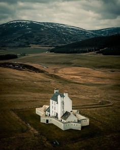 🏴 are proud to present our Scotland loves of the day! Vernacular Architecture, Ancient Architecture, Places To Travel, Places To See, Villas, Star Fort, Scotland Travel, Scotland Trip, Cairngorms