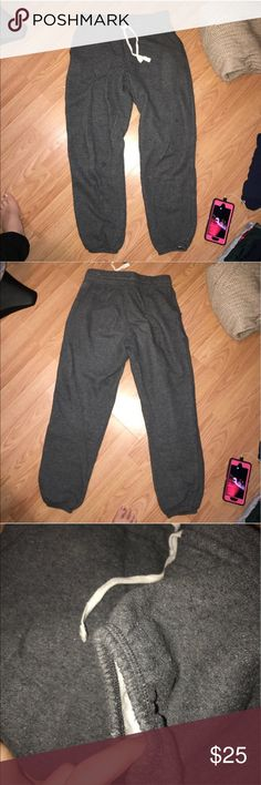 Aerie sweatpants Aerie sweatpants with banded bottoms and drawstrings. Been worn a couple times but is still in good condition! Open to offers, but please no offers on bundles! You will get 25% off on bundles! aerie Pants Track Pants & Joggers