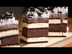This Ice Cream Sandwich Cake is perfect for the upcoming wamer months! Watc… This Ice Cream Sandwich Cake is perfect for the upcoming wamer months! Dessert Oreo, Oreo Dessert Recipes, Easy Cake Recipes, Chocolate Recipes, Fun Desserts, Proper Tasty, Tasty Dessert Recipe Videos, Tasty Videos, Dessert Weight Watchers