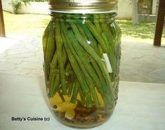 Ολόφρεσκα και τρυφερά αυτή την εποχή, τα μποστανοφάσουλα είναι μια από τις αγαπημένες μας καλοκαιρινές σαλάτες.    Έφτιαξα όμως σήμερα κα... Preserving Food, Food Hacks, Food Tips, Preserves, Pickles, Cooking Tips, Cucumber, Favorite Recipes, Snacks