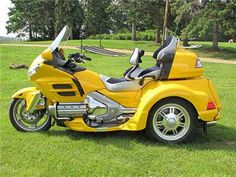 Saw one at the grocery store yesterday...AWESOME FUN!!! Motorcycle Review: Honda Gold Wing Trike 2012/2013   Motorcycle Pulse